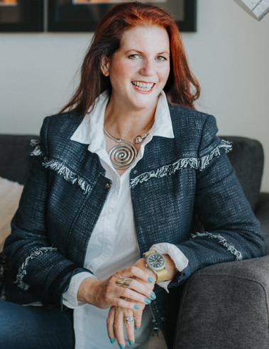 Elle Hunter is an award-winning Stager + Stylist in Vancouver